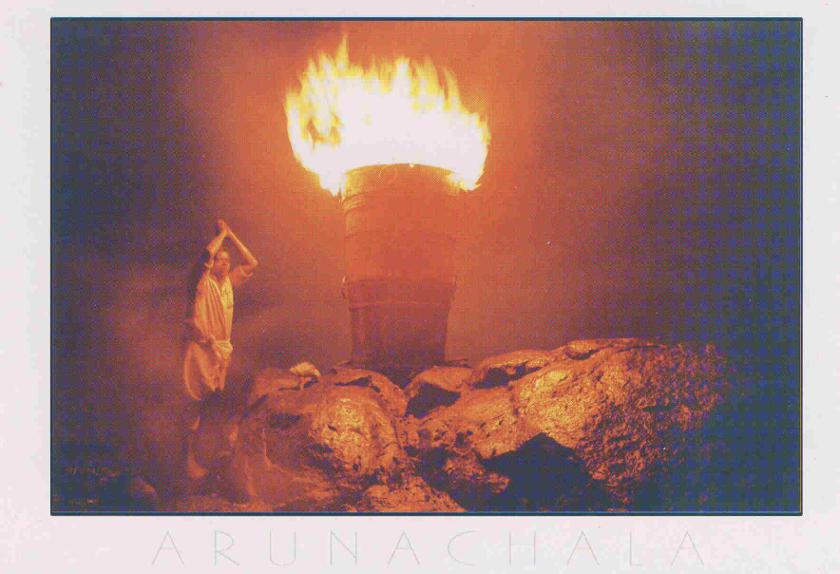 """""""Arunachala"""" heisst auf Deutsch übersetzt """"rot und hell wie Feuer strahlender Berg""""."""