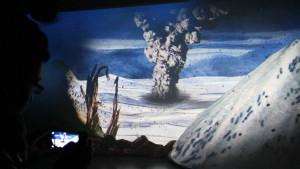 Es regnet tagelang Bims und Asche, wenn ein Vulkan ausgebrochen ist. Die 3D-Show im Lava-Dome Mendig lässt das fühlen. Foto: Dorothea Müth