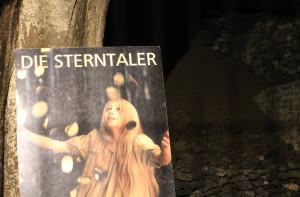 Sterntaler-Plakat im Lavakeller: Der Vulkanausbruch hat der Region eine Zeitlang gutes Geld beschert. Foto: Dorothea Müth