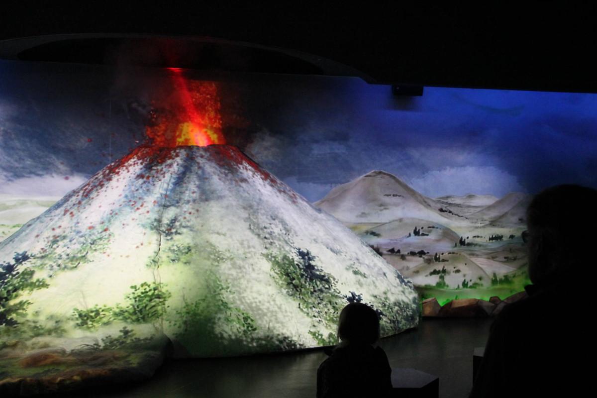Der Laacher-See-Vulkan bricht aus. Und noch 13.000 Jahre später prägt das unser Leben - das begreift der Besucher mit Haut und Haar im Lava-Dome Mendig. Foto: Dorothea Müth
