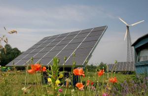 Kluges, ganzheitliches Flächenmanagement: Die Solarmodule und Windräder, Barnstorf unabhängig von fossilen Energien machen, stehen in einem Umwelt-Erlebnis-Zentrum. Alle leben nah am Grünen.
